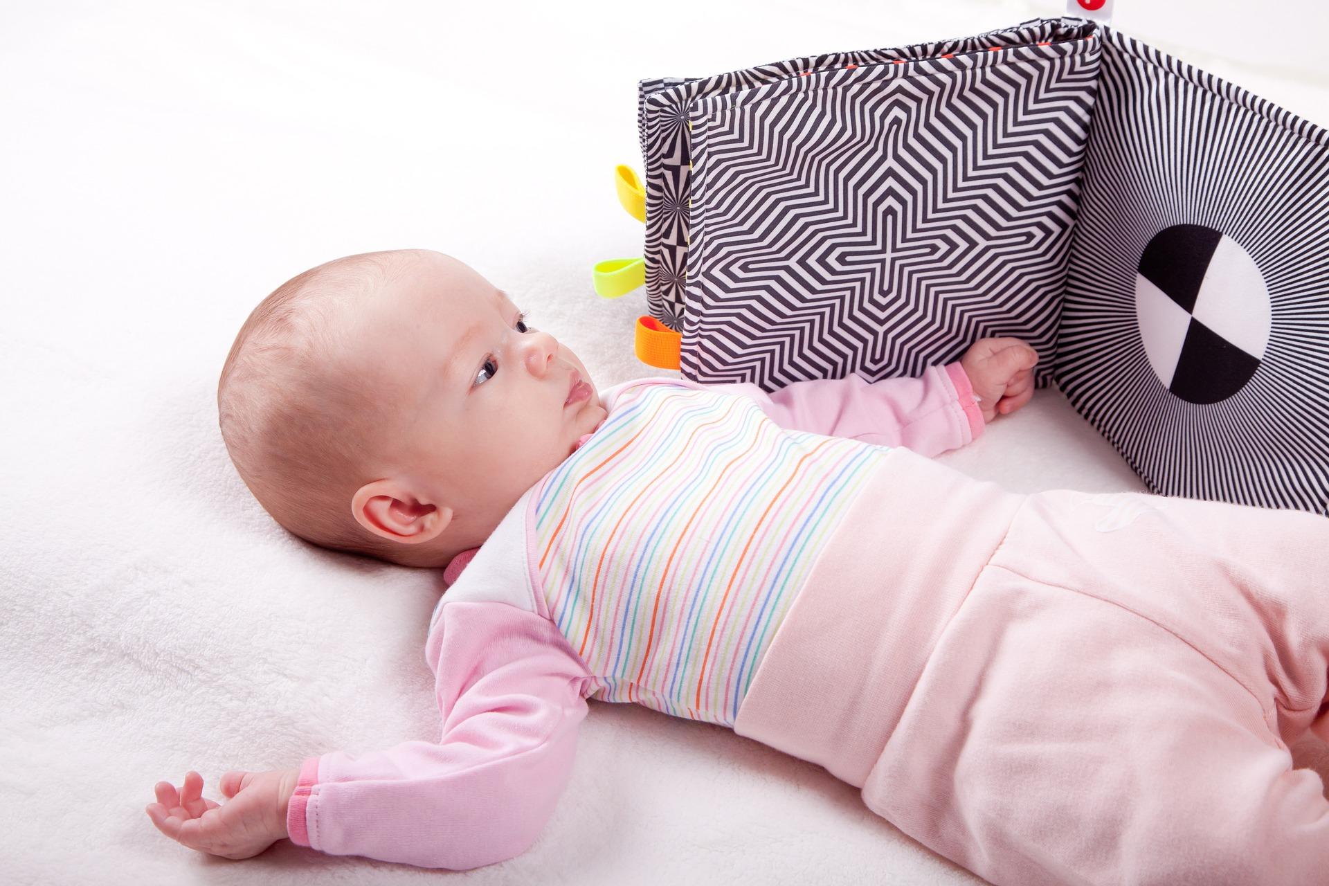 5 מוצרים שתורמים להתפתחות הילד לזחילה והליכה